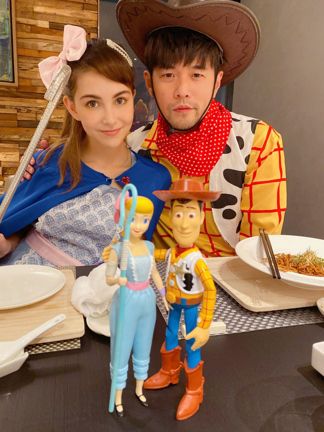周杰倫與老婆昆凌扮成「玩具總動員」中的情侶檔,根本神複製。圖/摘自IG