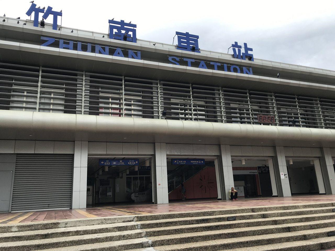 台鐵竹南站是山、海線分歧站,每天平均上下車旅客約有1萬2千人,是苗栗縣內重要交通...