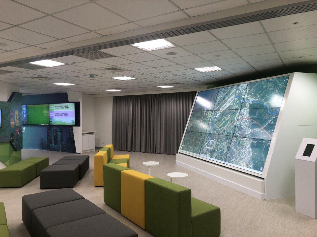 桃園航空城公司9月份搬進高鐵站前的國際金融雙星大樓,花五百多萬元裝潢,月租逼近3...