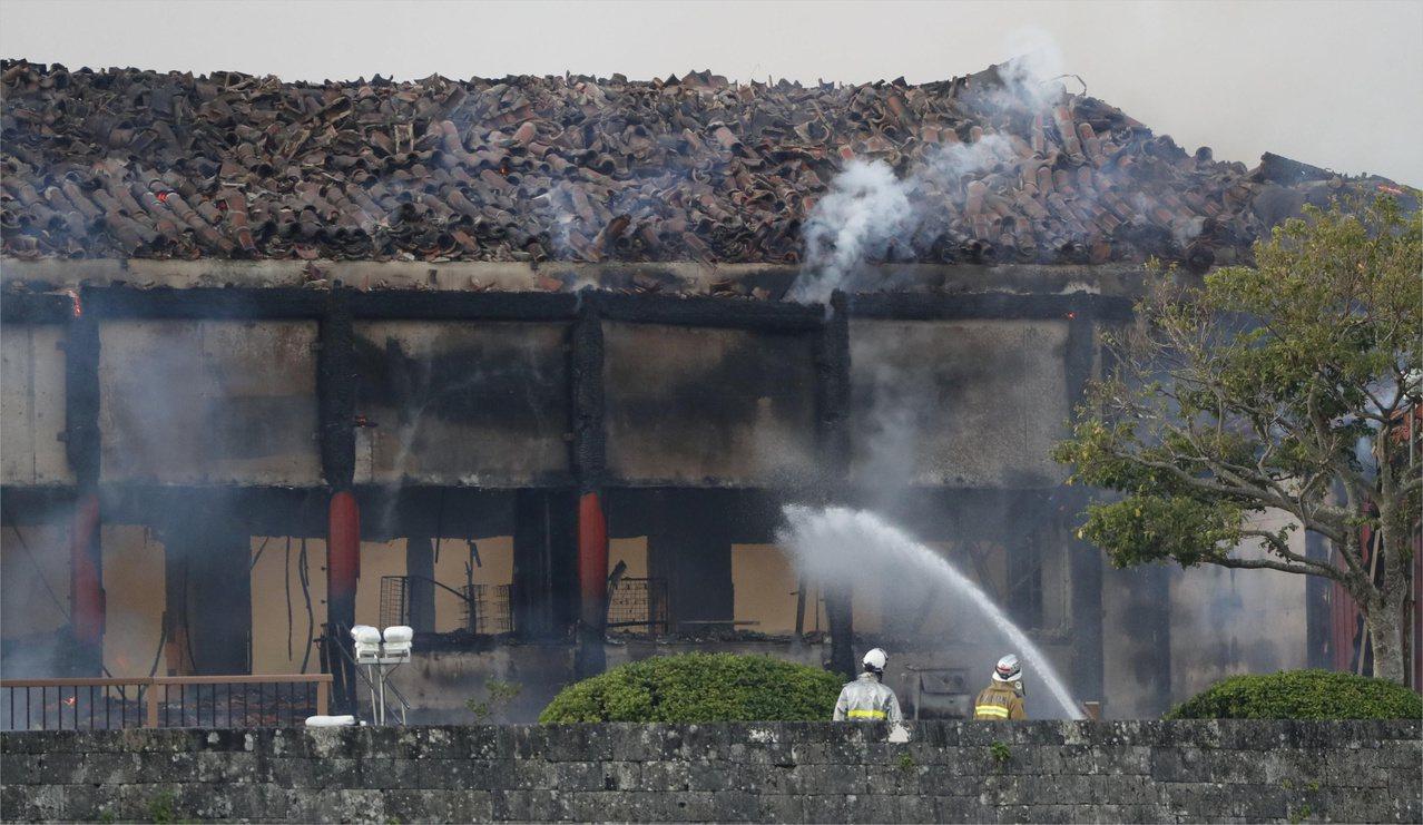 沖繩那霸市的首里城31日凌晨失火燒毀。路透