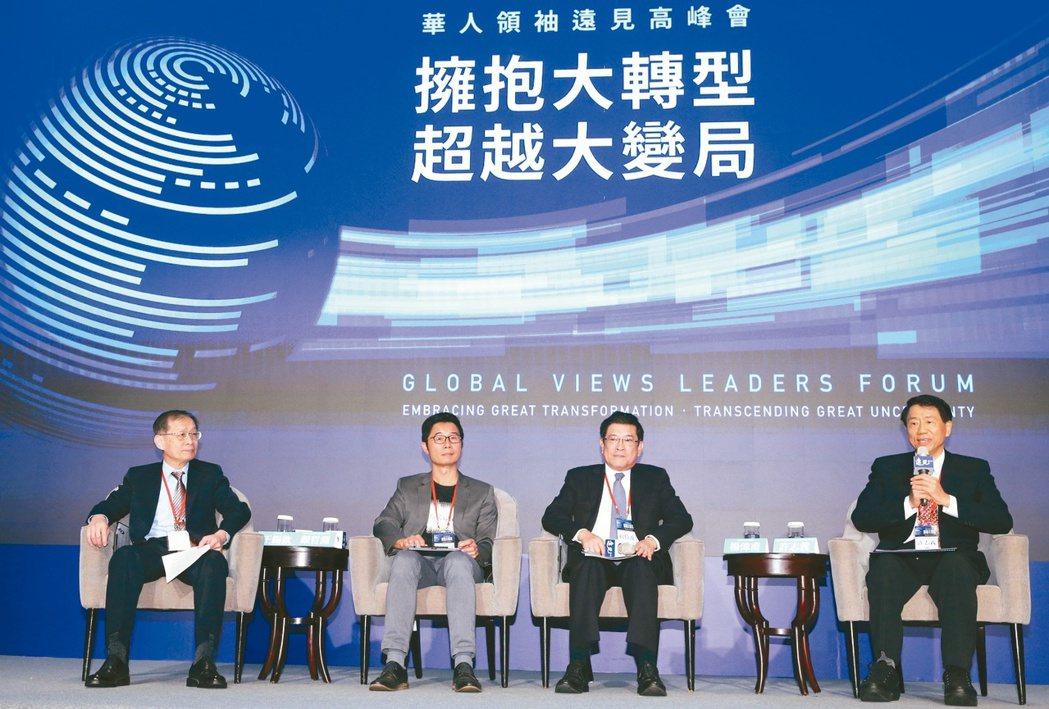 華人領袖遠見高峰會,專題論壇「智慧能源打造零耗能家園」邀請中鋼總經理王錫欽(左起...