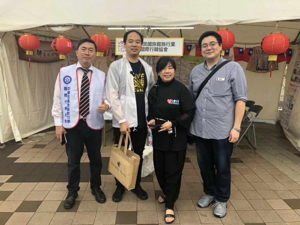 廖麗香女士(右二)與公子潘宇(左二)及神戶市產業振興財團竹內友規 徐銀樹/提供