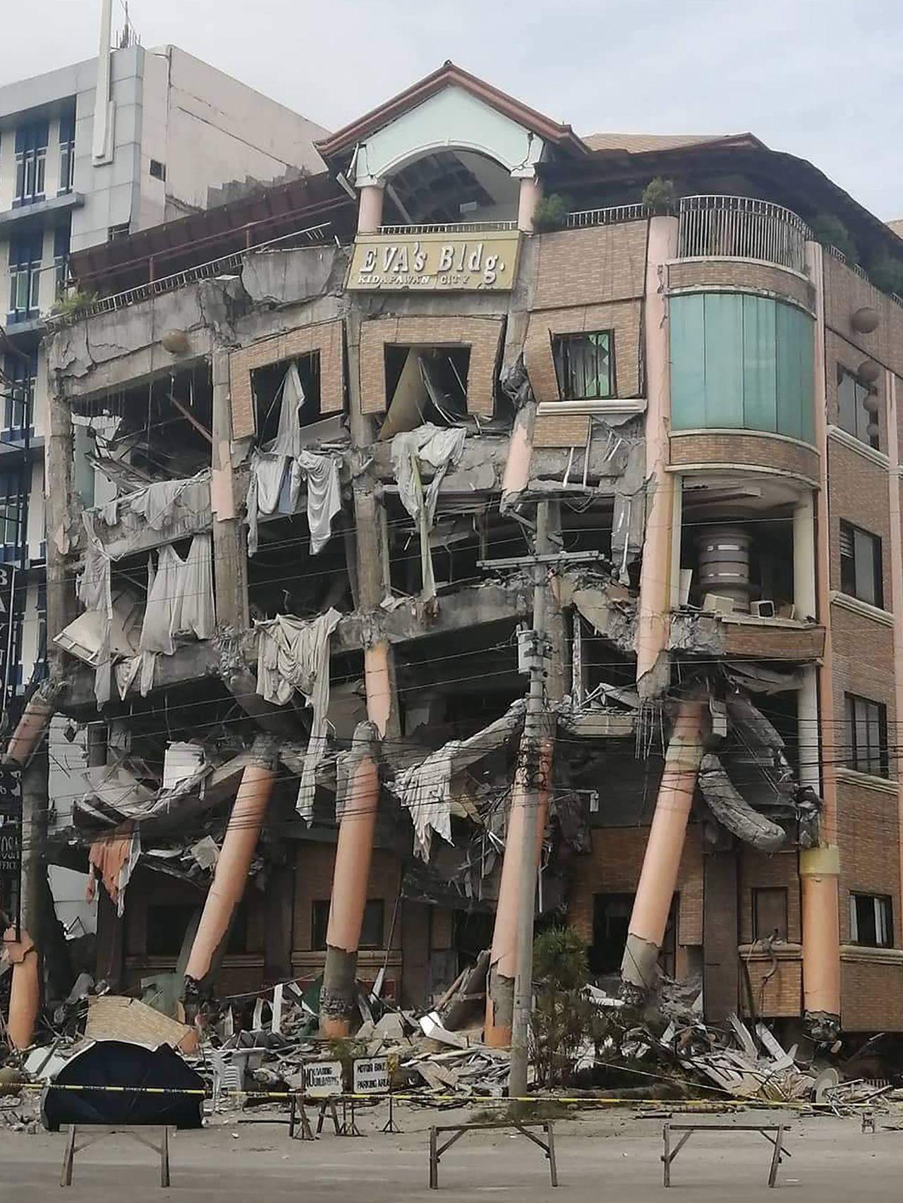 菲律賓31日發生規模6.5強震,建築物倒塌。Getty Images