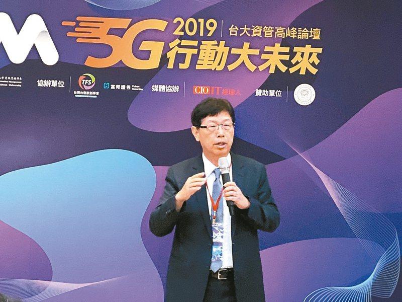 鴻海董事長劉揚偉三度重申,面對5G浪潮,台灣產業「千萬不能只做代工!」。 記者吳凱中/攝影