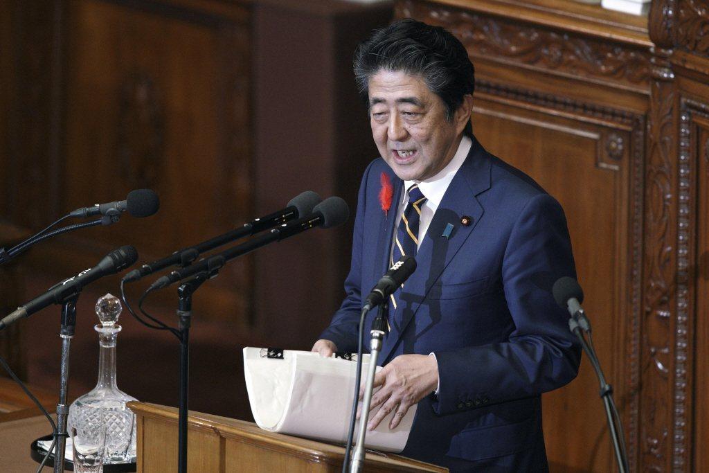 沖繩首里城昨毀於祝融,日本首相安倍晉三今天說,中央政府承諾會負起責任傾全力協助重...