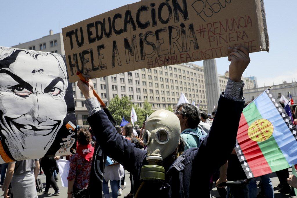 智利聖地牙哥抗議潮,導致國內重大政治危機。美聯社