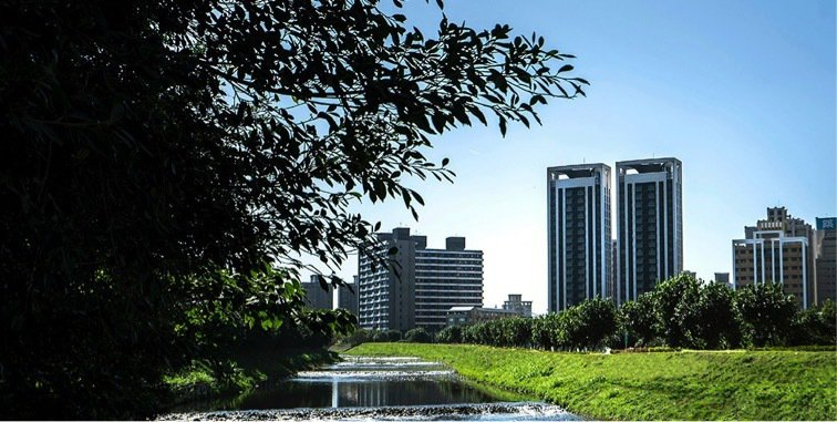 青埔特區為全新重劃區,擁有寬敞舒適的生活氛圍。 業者/提供