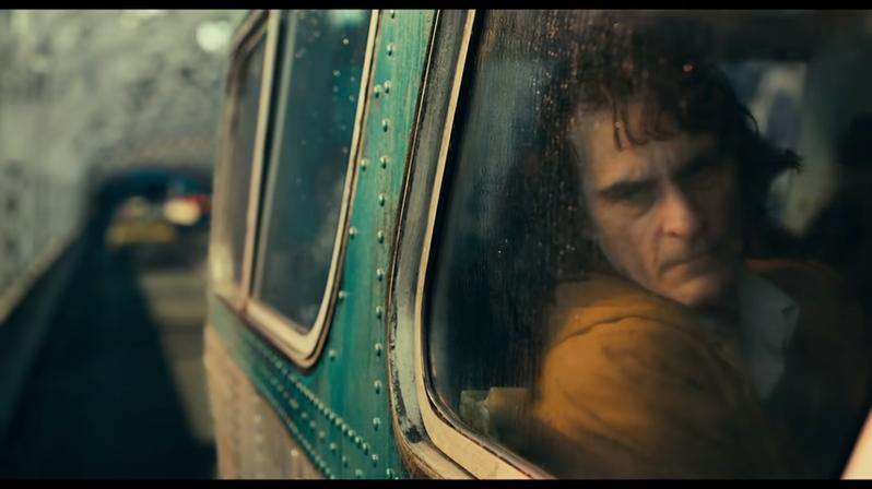 DC獨立電影《小丑》(JOKER) 由影帝瓦昆‧菲尼克斯主演,精彩預告片片段截圖。(圖/翻攝自電影《小丑》(JOKER)Youtube預告片)