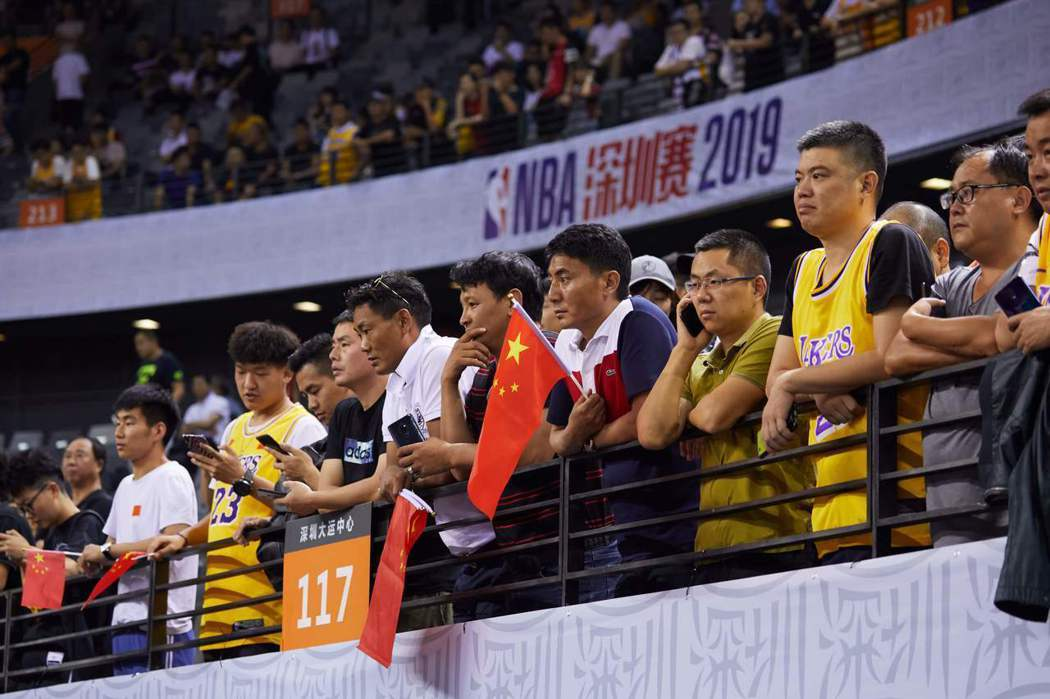 雖然央視喊出暫停轉播,但騰訊體育14日卻復播NBA賽事。NBA中國深圳賽事。法新社
