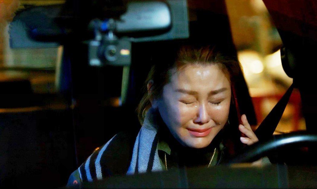 藍心湄在車內崩潰大哭。圖/拙八郎提供