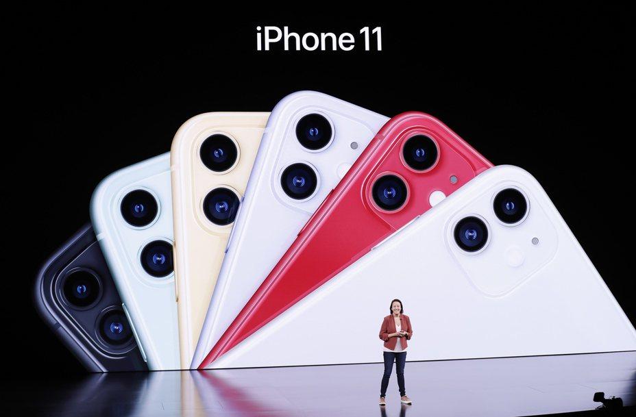 現已升任蘋果行銷副總裁的Kaiann Drance,今年9月在發表會上介紹iPhone 11。  歐新社