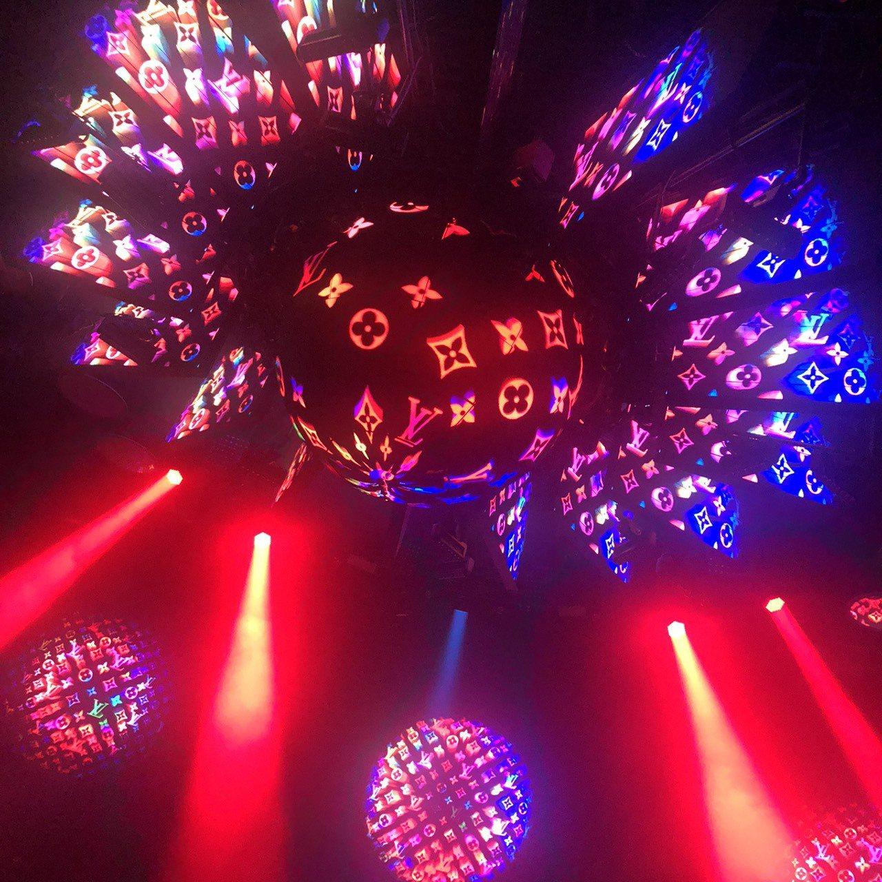 2020早春秀後的派對現場,有耀眼的monogram水晶球。記者楊詩涵/攝影