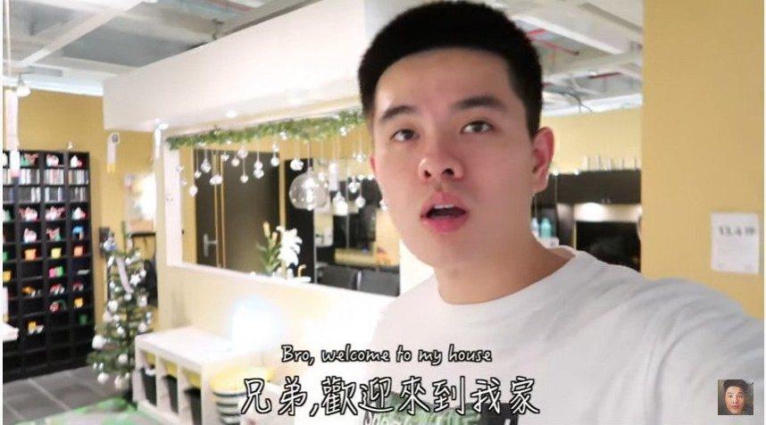 李堉睿夜闖IKEA拍攝影片,最後不忘宣告「我們任務達成了」。圖/擷自youtub