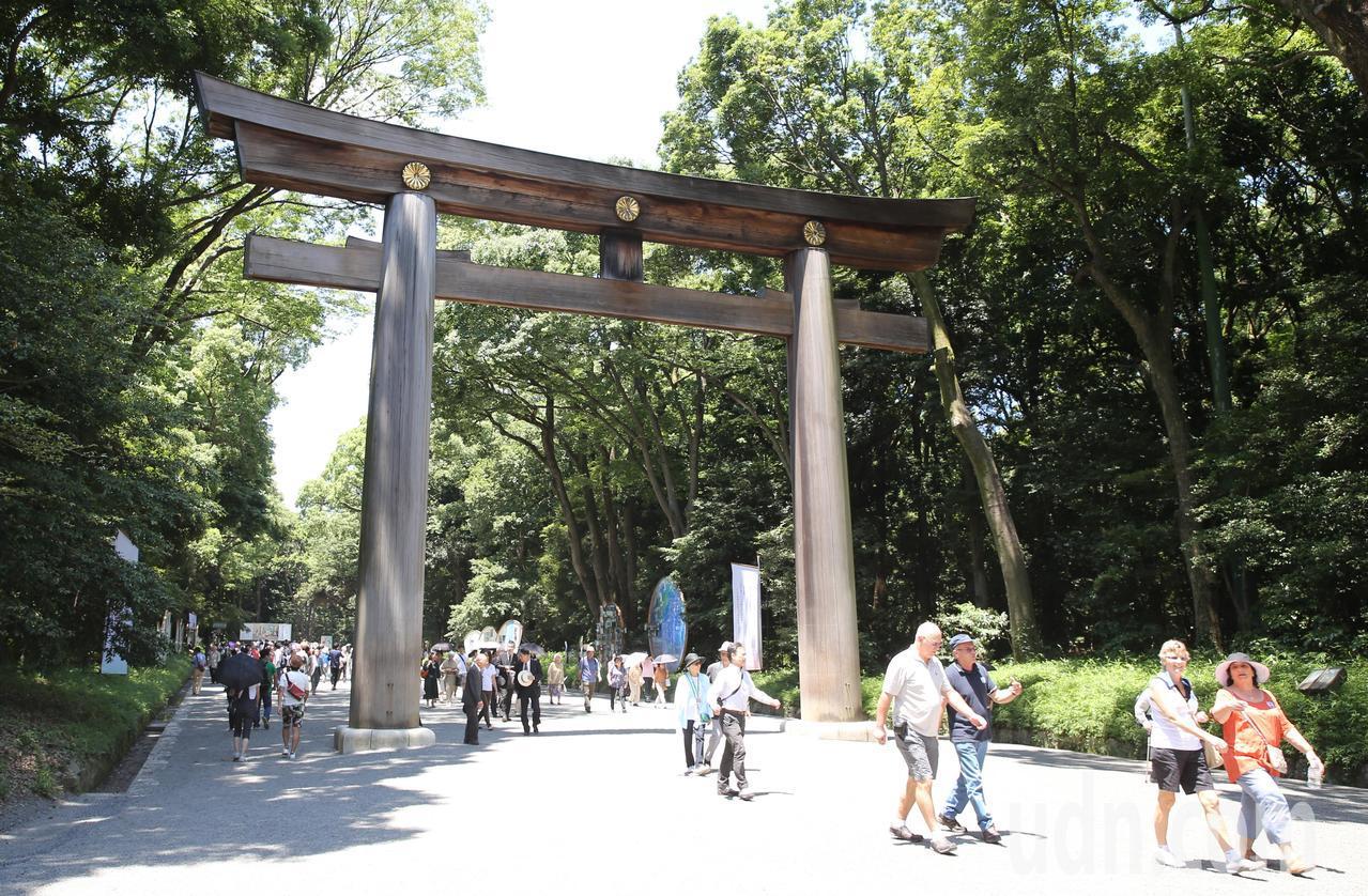 日本東京明治神宮大鳥居的木材就是使用來自台灣丹大山區樹齡1500年的黃檜木。記者...