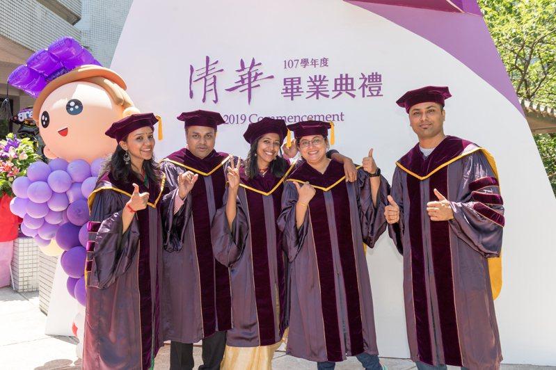 清華大學最優秀博士生可同時申獲二或三項獎學金。示意圖/清大提供
