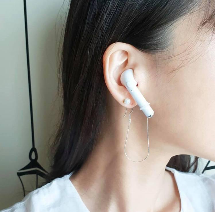 超夯時尚單品「AirPods耳環」解決迷糊鬼丟東西毛病。圖/取自IG: pi...