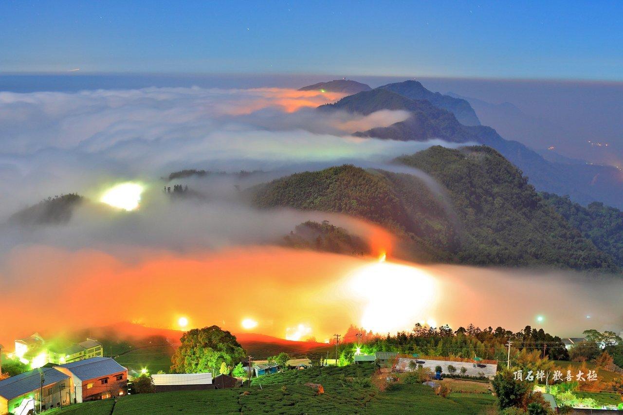阿里山公路上「頂石棹」海拔約1000多公尺,透過慢速攝影能拍攝到壯闊雲海,及秋冬...