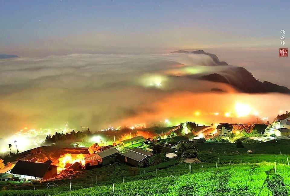 阿里山公路上「頂石棹」海拔約1000多公尺,透過慢速攝影能拍攝到壯觀雲海,及秋冬...
