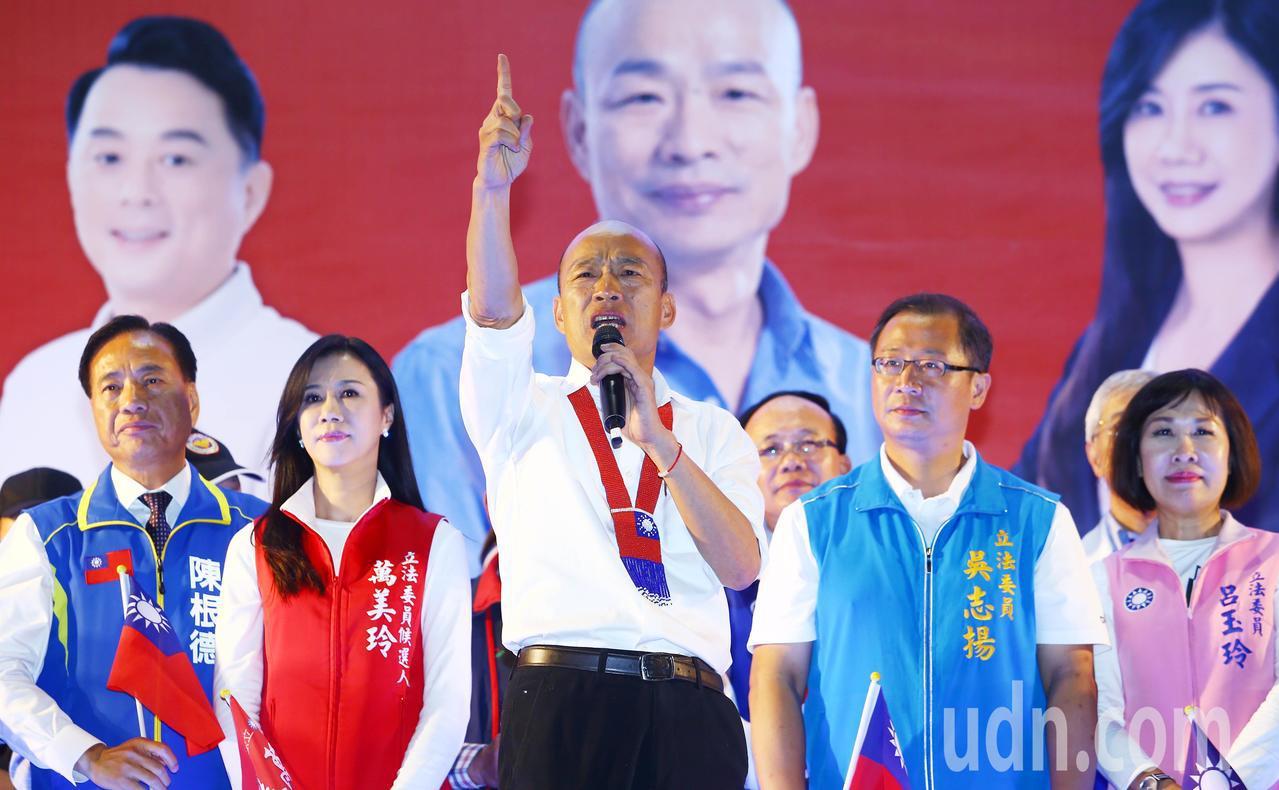 國民黨總統參選人韓國瑜晚間在桃園舉辦「幸福相會桃園起飛團結晚會」,主辦單位宣稱現...