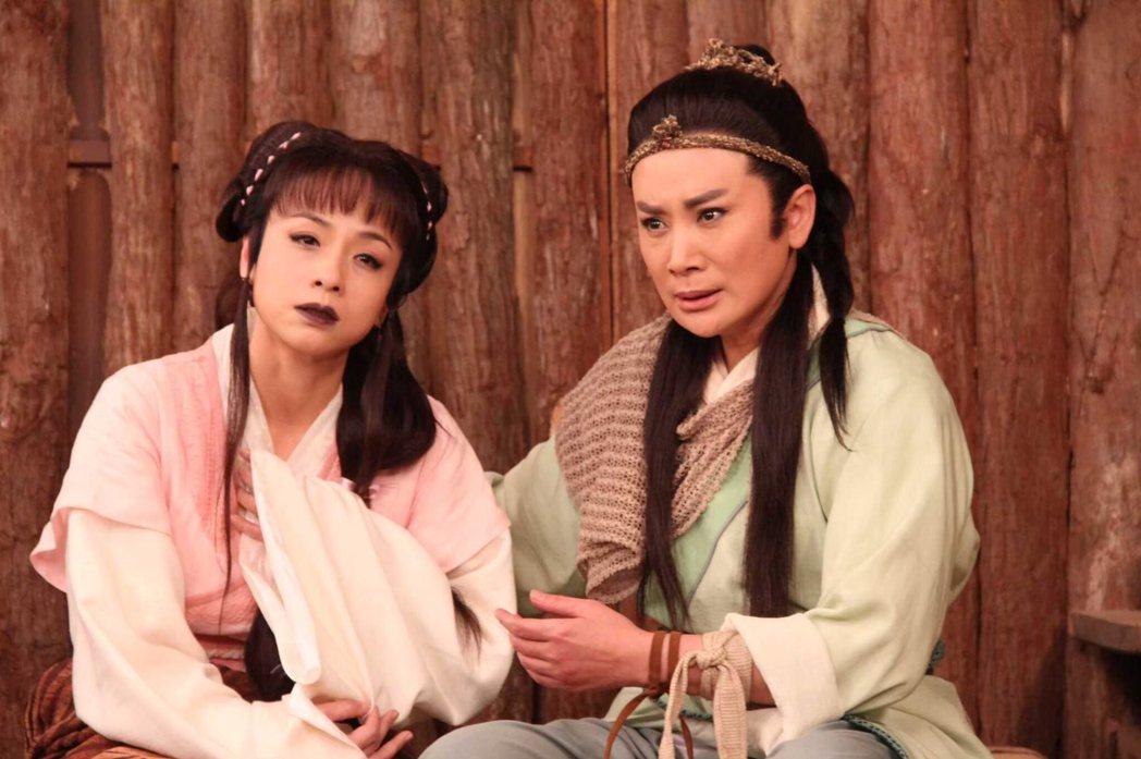 陳亞蘭(右)、陳怡真演出「忠孝節義」第二單元「孝感動天」。圖/麗生百合提供