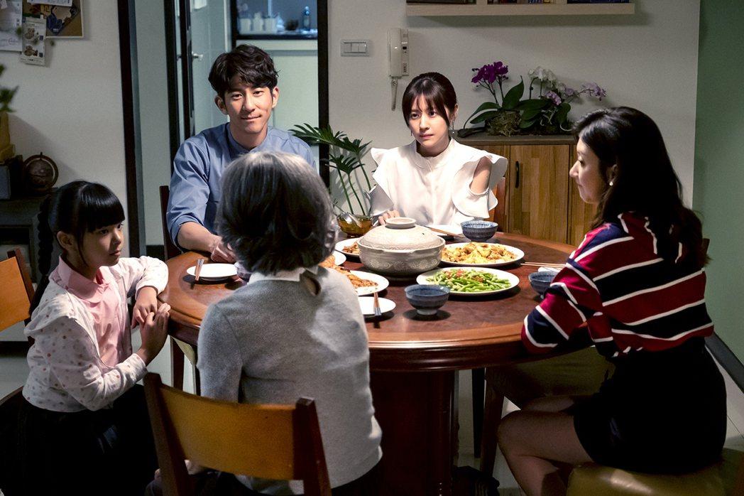 林予晞、修杰楷在「天堂的微笑」中飾演夫妻。圖/TVBS 提供