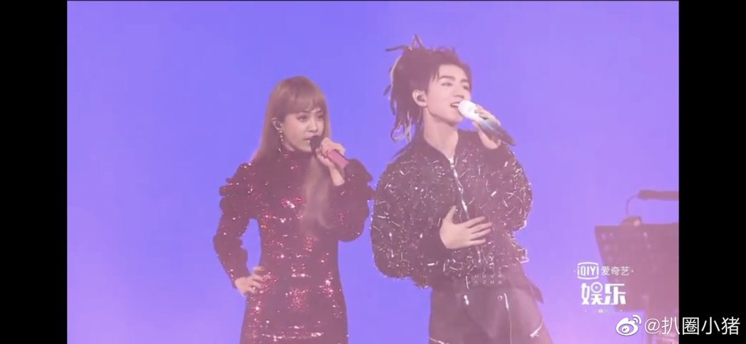 Jolin今天擔任王俊凱演唱會嘉賓,甜甜合唱「心引力」。圖/摘自微博
