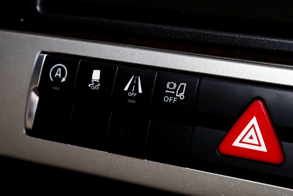 Fuso品牌目前已有ABA主動式煞車輔助、LDWS車道偏移偵測警示、ASA車側防...