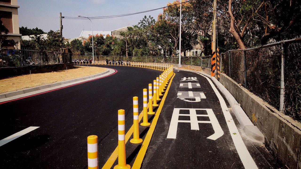 國道1號湖口服務區北上聯外便道工程原預計12月底完工,但施工進度比預期快,提前在...