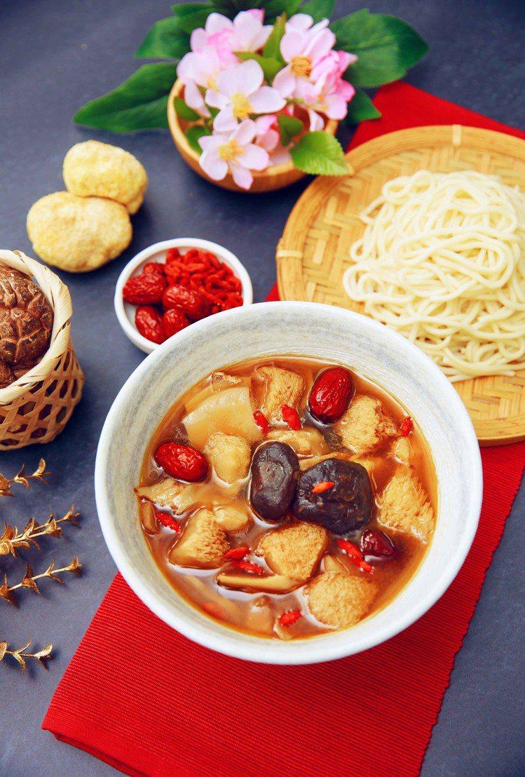 OKmart獨家預購的喜憨兒暖心享喝湯系列,一盒有新城肉骨茶、麻油猴頭菇兩種口味...