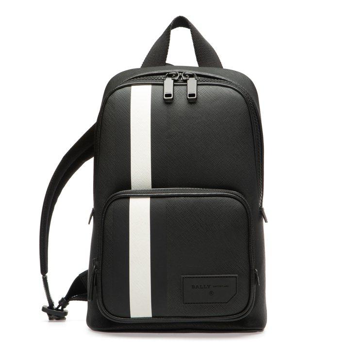 Off Shore男款黑色PVC條紋肩背包,售價21,100元。圖/BALLY提...