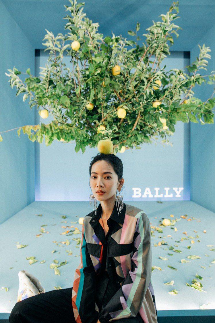 曾之喬之前在米蘭時裝周的BALLY 2020春夏showroom拍攝穿搭照。圖/...