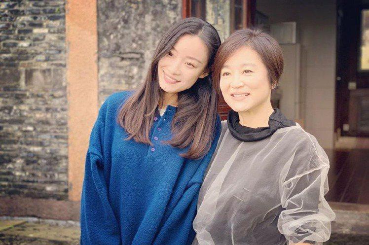 曾演過「金陵十三釵」、「匆匆那年」爆紅的女星倪妮,曾與馮紹峰交往3年,她最近在自己的Instagram秀出照片,分享與林青霞的合照,並激動寫下:「我好幸福,感恩戲劇舞台」。林青霞將過65歲生日,除了...