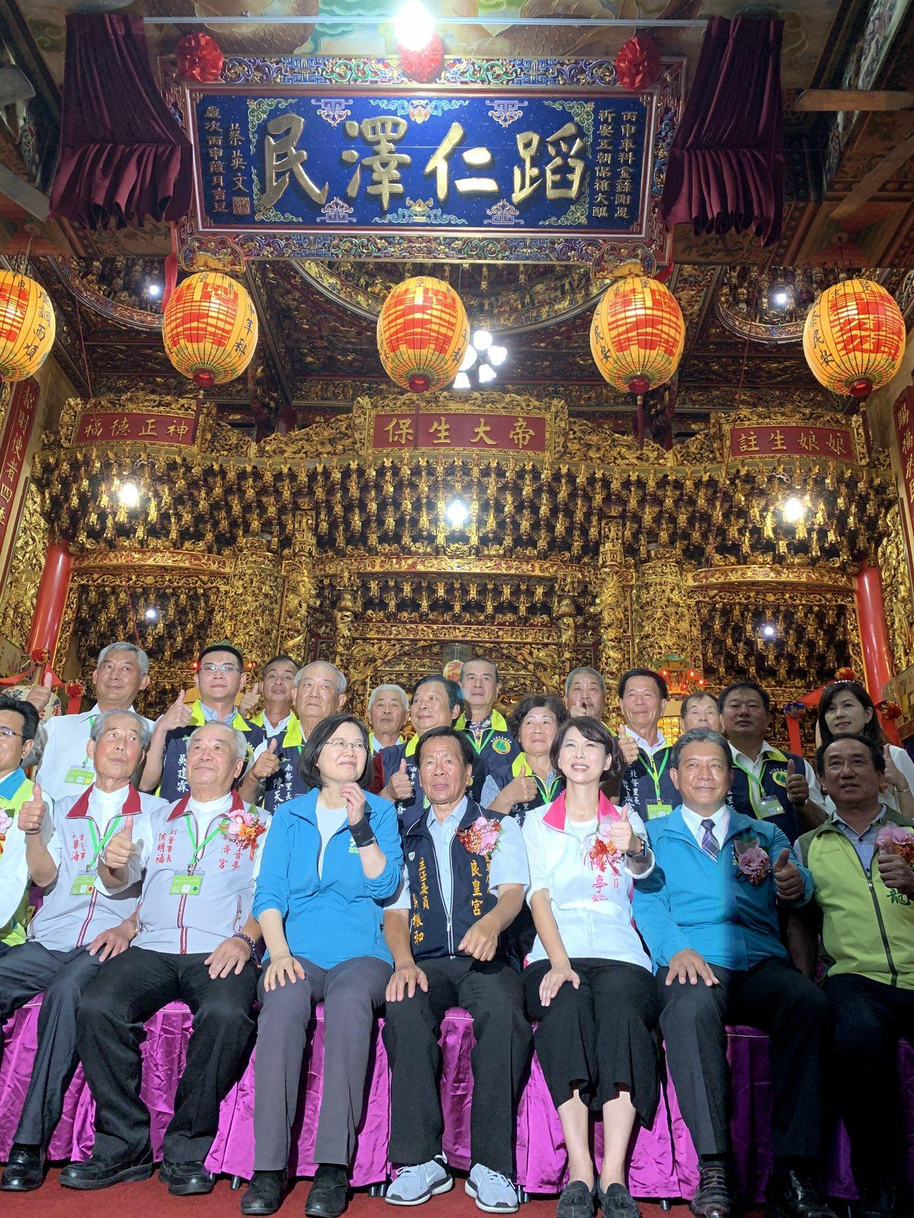 蔡英文今天到麻豆良皇宮為贈匾揭牌。記者吳淑玲/攝影