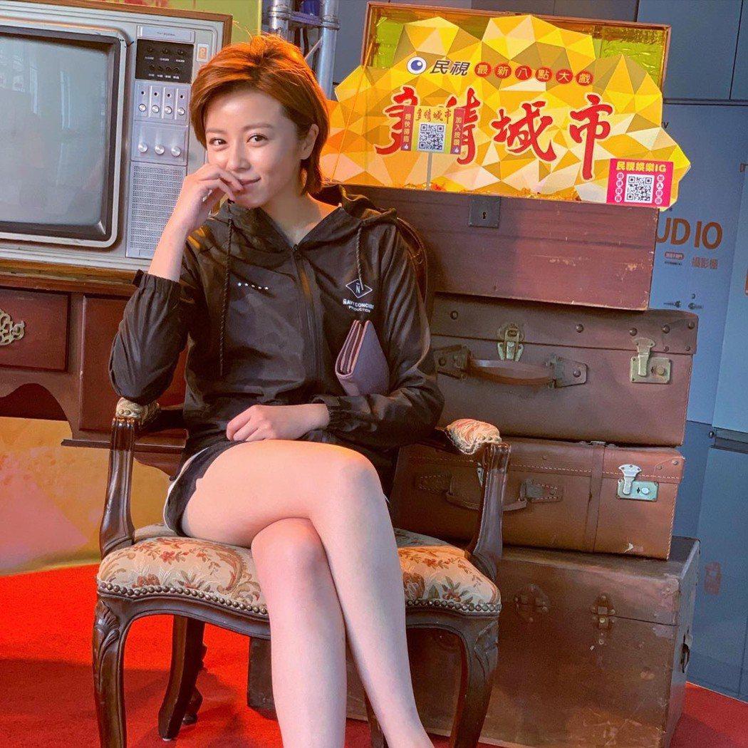 王瞳遭馬妻梁敏婷提告「侵害配偶權」,下周一開庭,但她委律師出庭。圖/摘自臉書