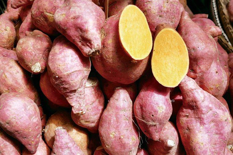 地瓜+辣椒在富含β-胡蘿蔔素的橙色食物(例如地瓜或南瓜)上撒一些辣椒或辣椒粉...