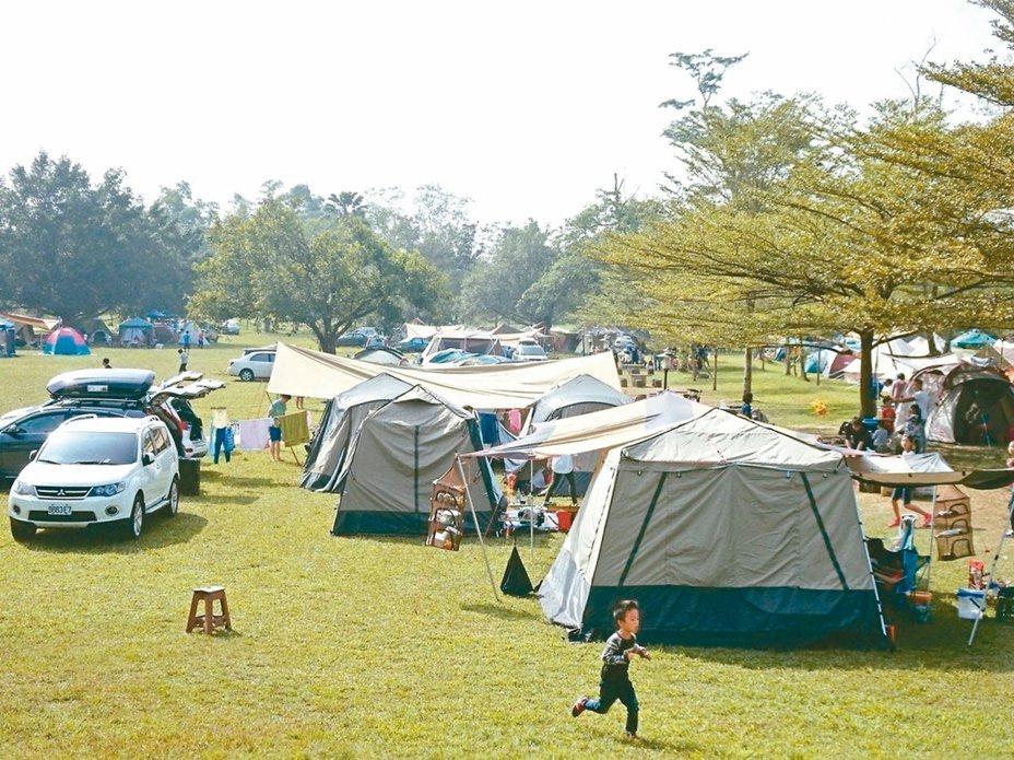 國人露營風氣盛行,但非法露營場亂象多年無解。 圖/聯合報系資料照片