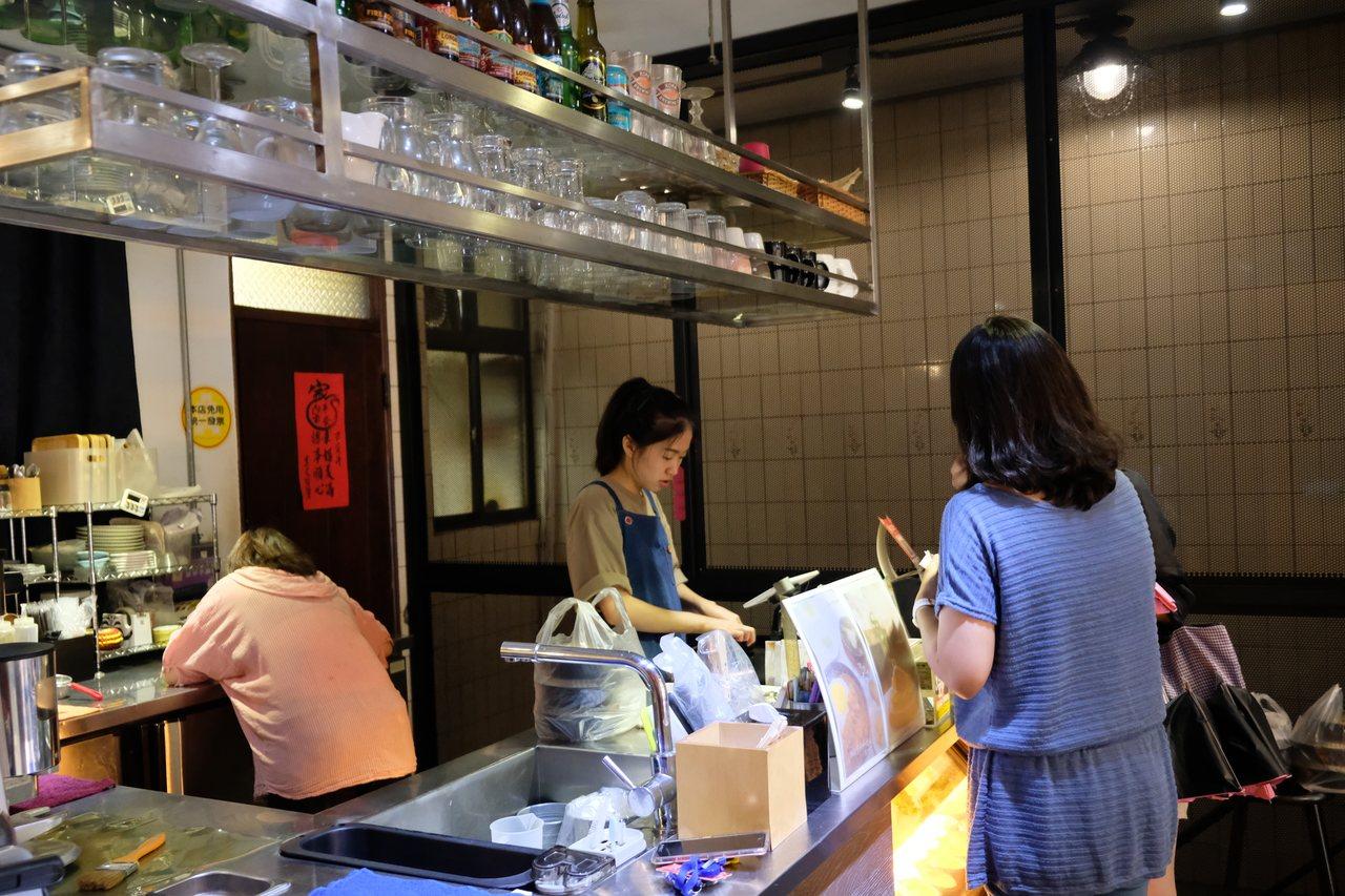 新北市板橋區安咖啡安咖啡餐點、飲品單價都不超過200元,成為附近上班族、在地居民...