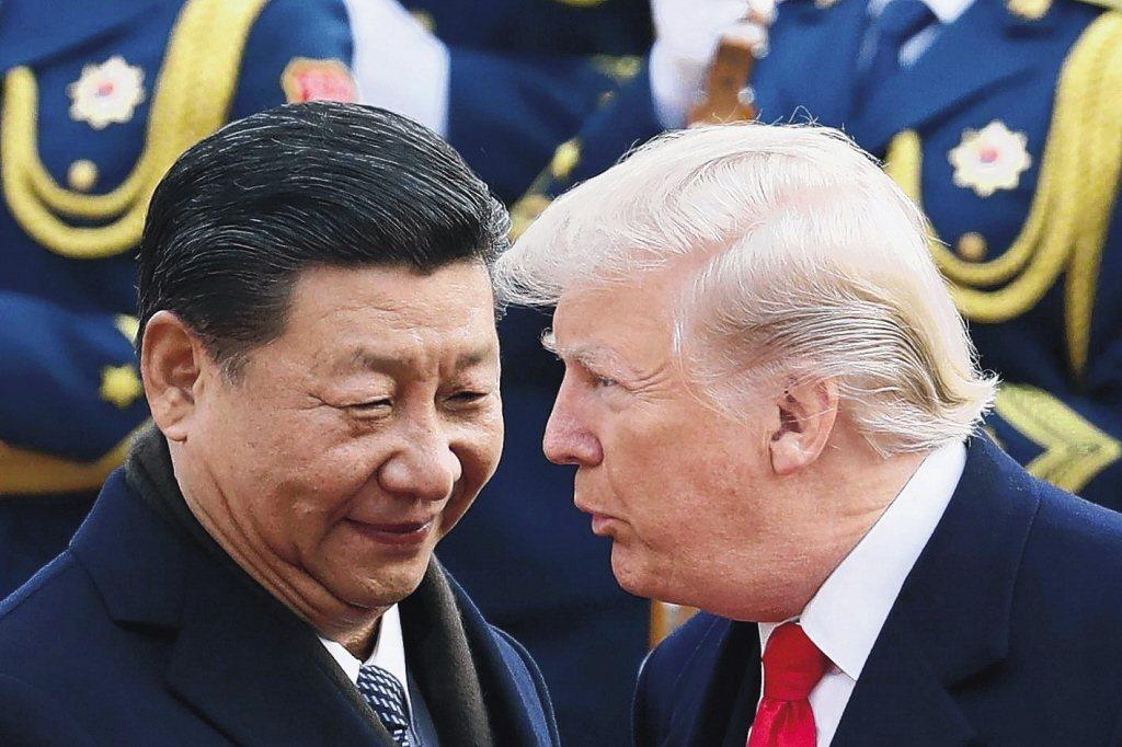 美國總統川普(右)1日表示,可能在愛阿華州與中國大陸主席習近平會談。 (美聯社)