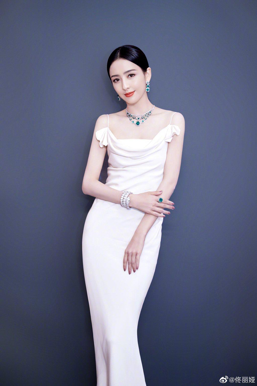 女星佟麗婭是「新疆四美」之一。圖/取自微博