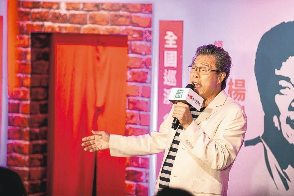 兩廳院藝術出走推出《十二碗菜歌》,由歌手楊烈演唱。 圖/兩廳院提供