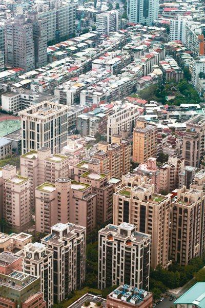 台北市區豪宅群聚效應愈來愈明顯,圖為信義區豪宅聚落。 圖/聯合報系資料照片