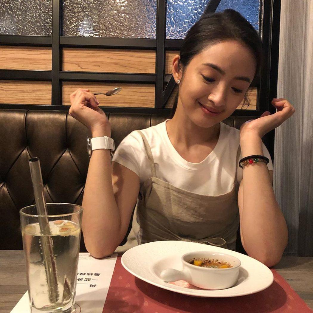 林依晨平常有空時還會去弟弟的餐廳試菜。 圖/擷自林依晨IG