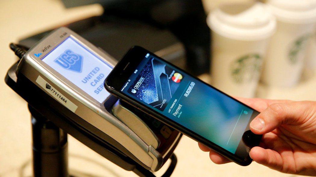 蘋果策略成功,Apple Pay遙遙領先三星、Google的服務。 路透