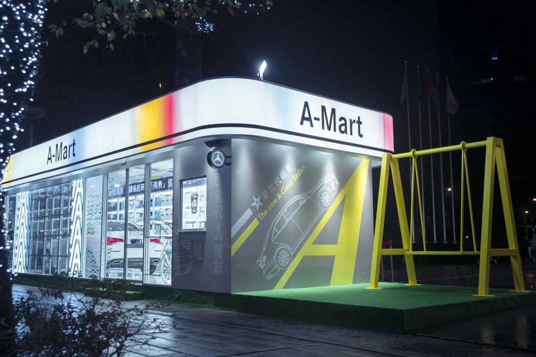 為盛大慶祝豪華轎車市場的新星誕生,台灣賓士特別在信義區微風松高百貨前廣場打造「A...