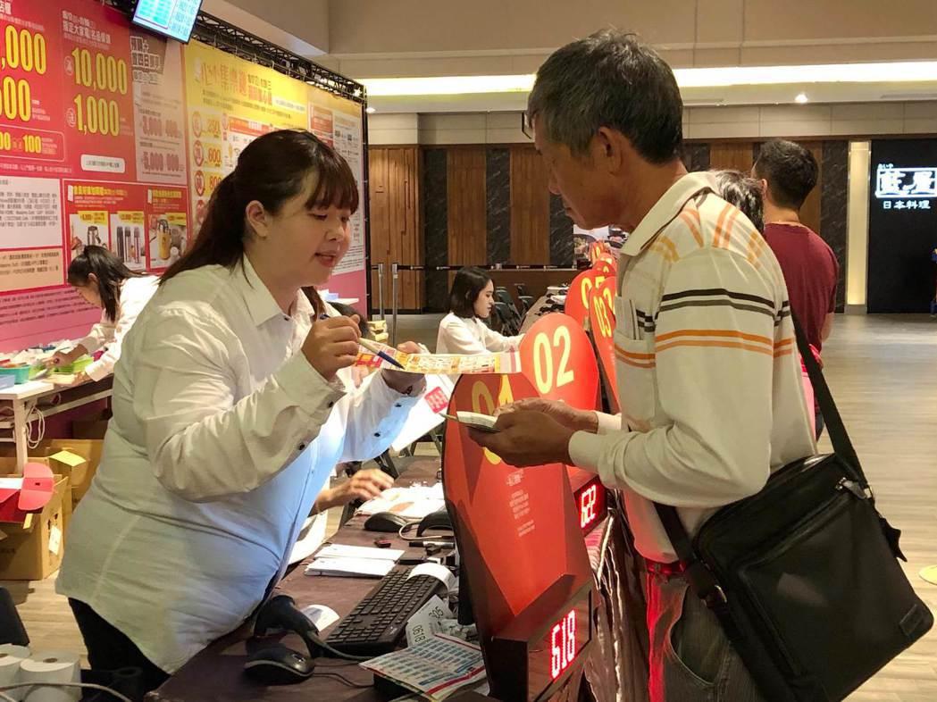 南紡購物中心特別舉辦「心心集樂趣 滿額集心送 超級有心5倍送」,消費滿1,000...