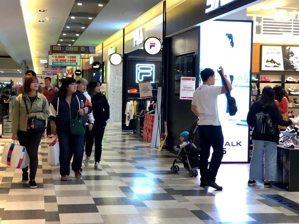 南紡購物中心週年慶好評不斷,超值回饋直逼週年慶首四日,讓民眾輕鬆賺滿荷包。 業者...