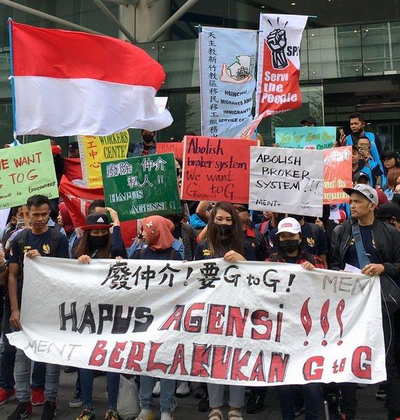 3日,印尼籍勞工聚集印尼經貿辦事處前,大聲疾呼要求改善遭仲介剝削的情形。(pho...