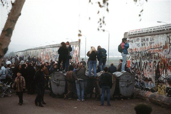柏林圍牆具有冷戰時期的象徵意義,曾經將東西德兩邊的人民深深分開28年。(phot...