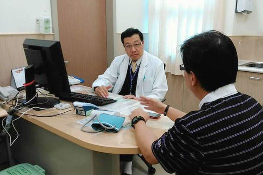 秋冬之際,不少人開始出現情緒低落、煩躁,甚至有的人會莫名的想哭,台南市安南醫院精...