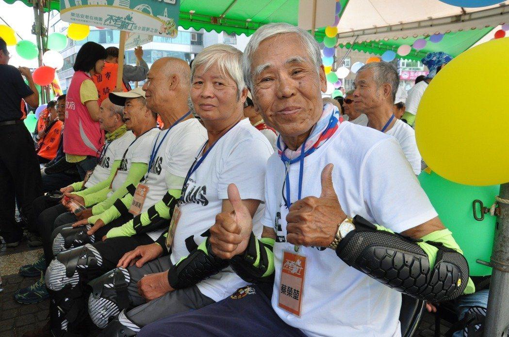 弘道老人福利基金會曾推動不老騎士環台之旅,幫助平均75歲的26名位不老騎士圓夢。...